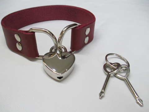 Leather Double Dee Heart Padlock Collar